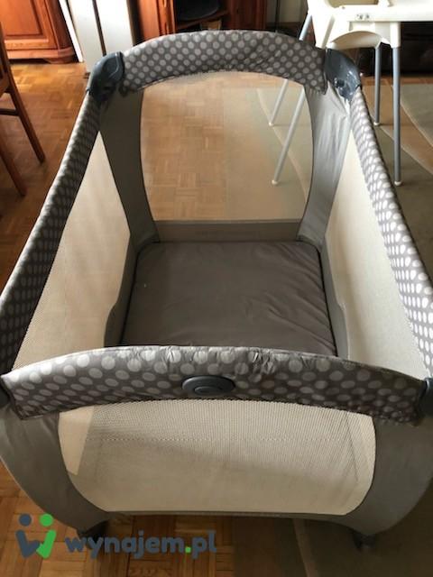 Łóżeczko turystyczne dla niemowlaka