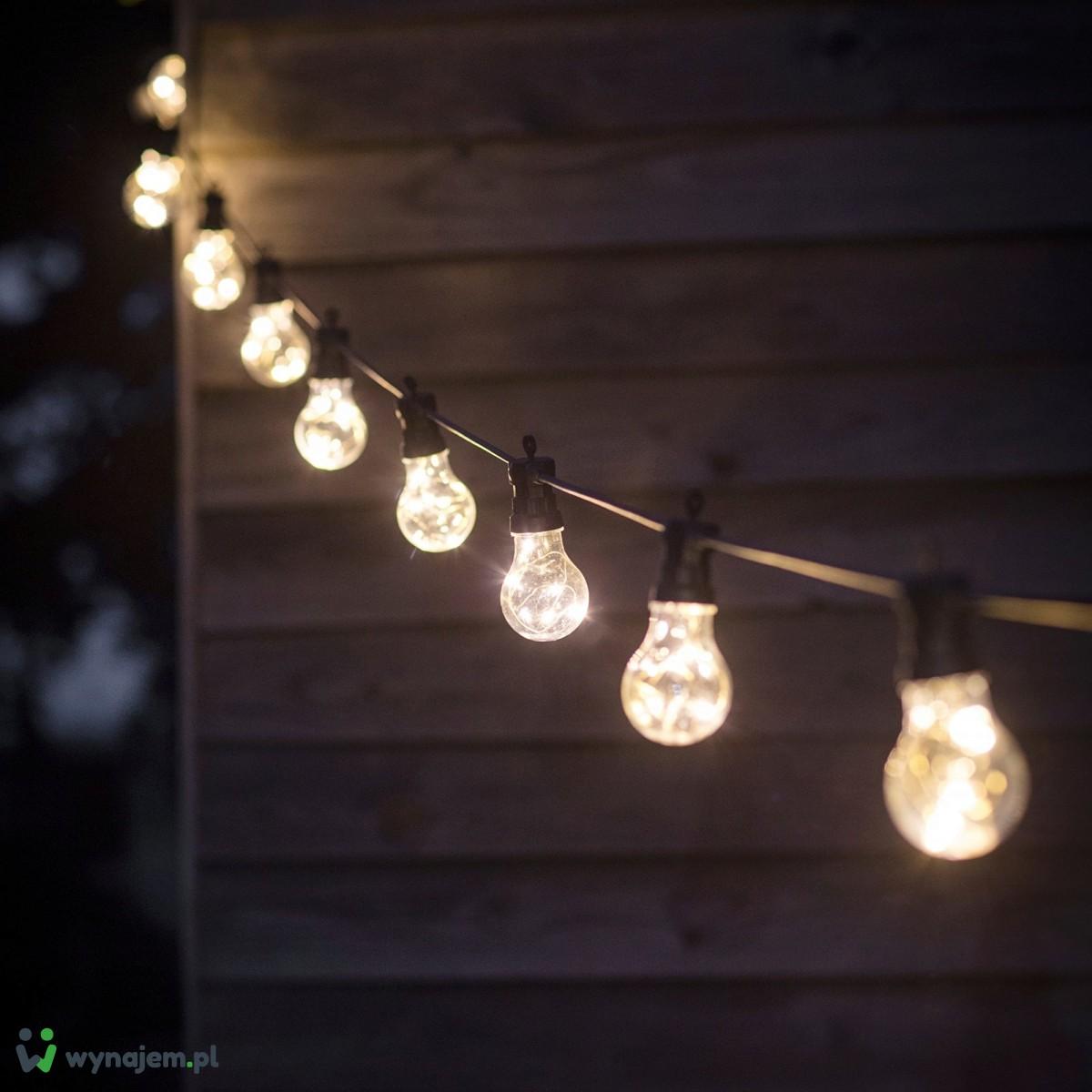 Oświetlenie – girlandy żarówkowe